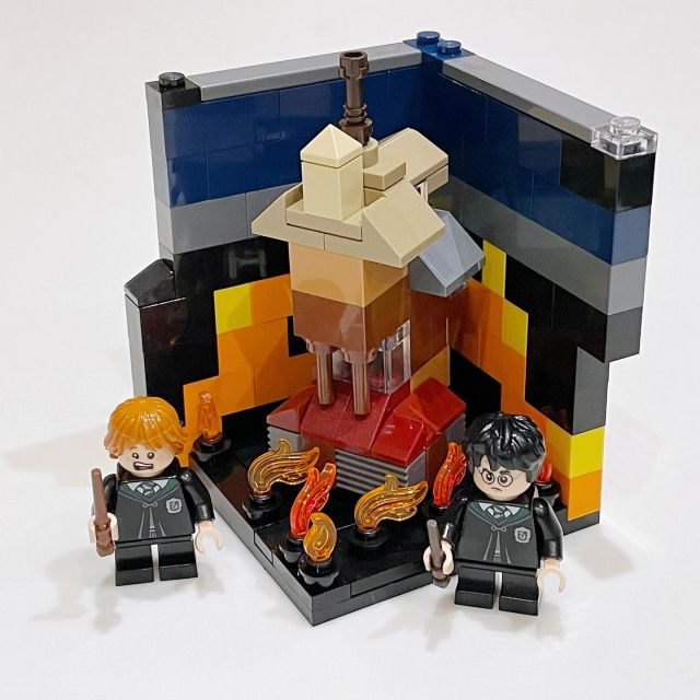 Last day of @brickhuntress #LetsBuildSomeMagic I decided to make a micro version of The Burrow (surrounded by fire like when it's attacked in The Half-Blood Prince).